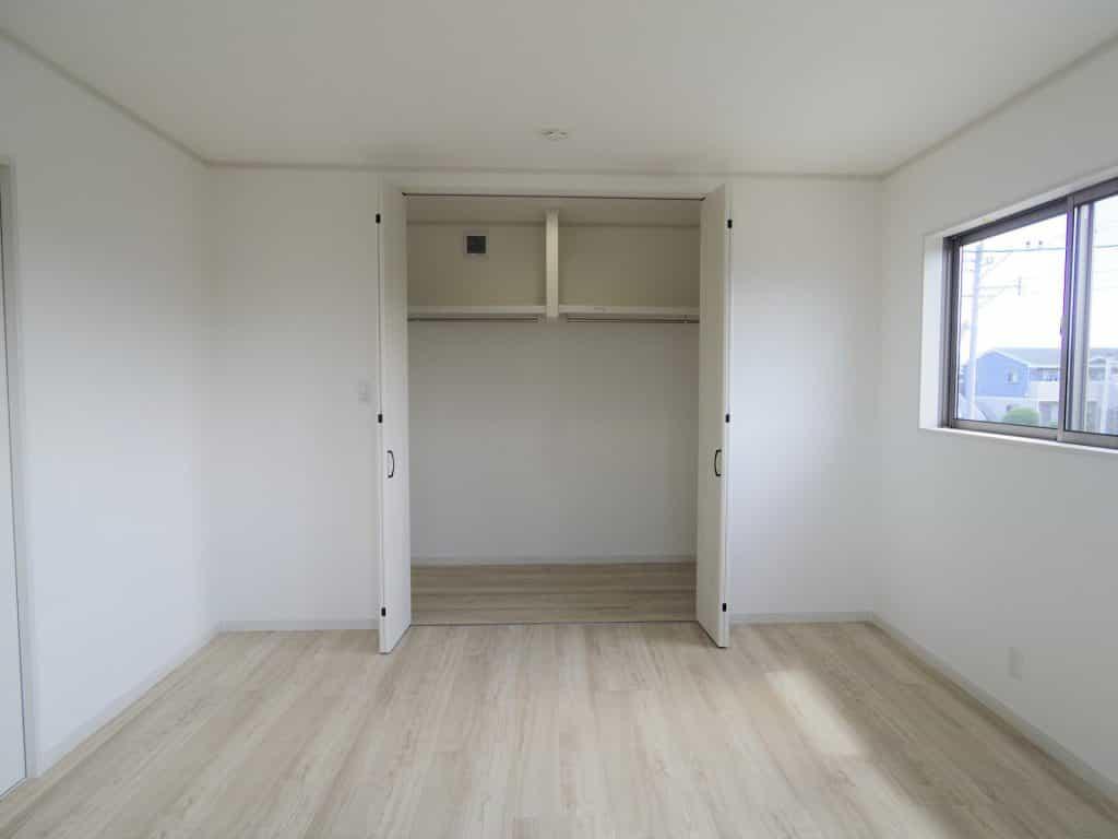 主寝室WIC 広々3畳で収納たっぷりできます♪