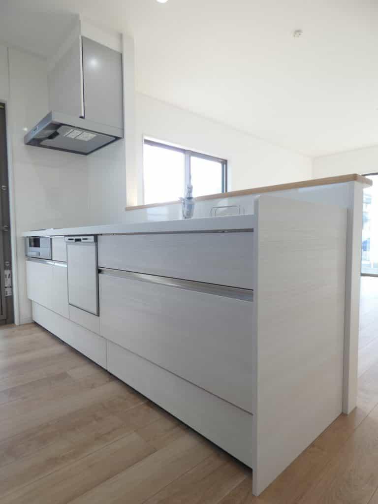 キッチン 食器洗い乾燥機・浄水栓・人造大理石トップ